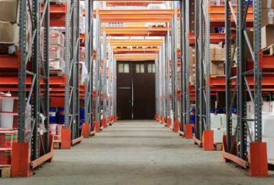 Une allée de stockage et entreposage en logistique